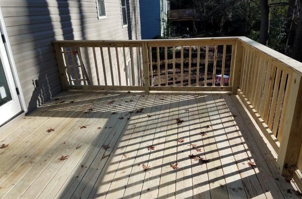 It's the South – Five Reasons why Now is a Perfect Time to Hire a Deck Building Contractor